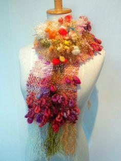 アートヤーンで手織りしましょう★よこ糸ぜんぶアートヤーンのふんわりマフラー もっと見る