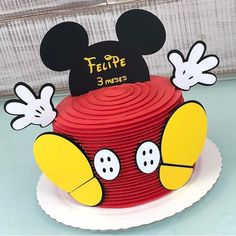 ▷ ideas for a Mickey Mouse cake for die-hard Disney fans Bolo Mickey E Minnie, Mickey Mouse Smash Cakes, Festa Mickey Baby, Mickey 1st Birthdays, Fiesta Mickey Mouse, Mickey Mouse Cupcakes, Mickey Mouse 1st Birthday, Mickey Cakes, Mickey Mouse Clubhouse Birthday