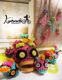 Cada año el día de muertos es muy especial para el taller de juguetes Kurucuchi, ofrecemos en la ofrenda diseños con un toque de color y texturas. Pedidos kurucuchi@gmail.com