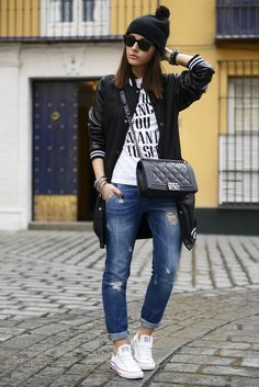 printed tee, black coat, destroyed jeans, white chucks and beanie #lovelypepa