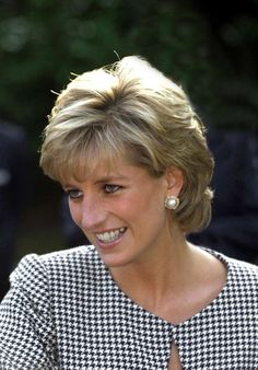 Princess Diana Wedding, Princess Diana Fashion, Princess Diana Family, Princess Diana Pictures, Princess Of Wales, Princess Diana Hairstyles, Lady Diana Spencer, Photo Glamour, Short Hair With Layers