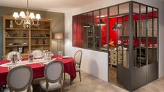 Déco cuisine design : le boom des verrières // http://www.deco.fr/bricolage-travaux/fenetre/actualite-565130-tendance-boom-verrieres.html
