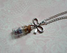 Kette mit Fliederblüten im Glasfläschchen Silber von MiMaKaefer auf DaWanda.com