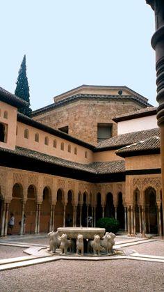 Alhambra - patio de los leones - photo: Robert Bovington  # Alhambra # Granada #Andalusia #Spain http://bobbovington.blogspot.com.es/2011/10/alhambra.html