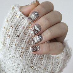 Winter jumper nails || 25 Best Christmas Nail Designs