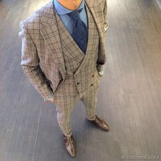 Love anything double breasted. Three Piece Suit, 3 Piece Suits, Dapper Suits, Mens Suits, Sharp Dressed Man, Well Dressed Men, Men's Business Outfits, Tailor Made Suits, Style Masculin