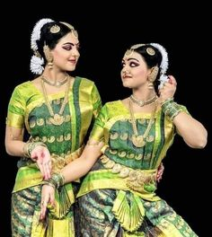 Sari, Dance, Fashion, Saree, Dancing, Moda, Fashion Styles, Fashion Illustrations, Saris
