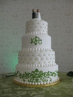 Quilted cake with monogram. Anna Cakes