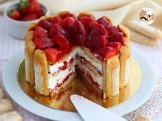 Quick and easy strawberry charlota, Petitchef Recipe Charlotte Dessert, Bolo Charlotte, Food Cakes, Cheesecake Recipes, Sweet Treats, Strawberry, Food And Drink, Cooking Recipes, Sweets