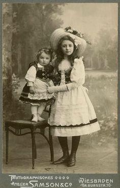 German Girls - Colourisation by PhotoRevival on DeviantArt Vintage Children Photos, Vintage Girls, Vintage Images, Vintage Outfits, Antique Pictures, Old Photos, Historical Clothing, Historical Photos, German Girls
