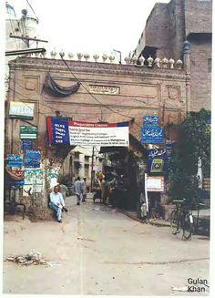Awesome beauty of Sakassia gate walled, Peshawar city Khyber Pakhtunkhwa Pakistan Peshawar Pakistan, Gate, Times Square, Street View, Pdf, History, Awesome, Flowers, Books