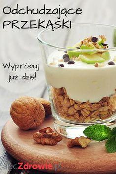 Kto powiedział, że smaczne przekąski muszą być tuczące? Nic bardziej mylnego. Nie musisz się również głodzić i odmawiać sobie pysznych potraw, żeby schudnąć. Postaw na zdrowe przekąski, które pomogą w odchudzaniu.  #przekąski #zdroweprzekąski #snacks #diet #healthy #healthyfood #comfortfood #odchudzanie #dieta #abcZdrowie Cereal, Pudding, Breakfast, Fitness, Desserts, Food, Per Diem, Gymnastics, Tailgate Desserts