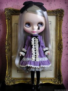 royal soliloquy blythe doll | http://www.poupee-mecanique.com/couture/royal/cocogift.jpg