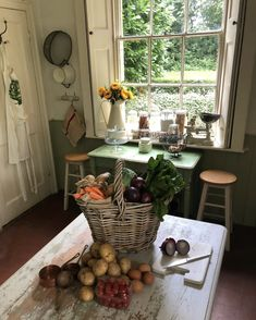 Country designs keep comfort and casual living in mind. Country charm with farmhouse decor and accents will add a cozy touch to your home. Cozy Cottage, Cozy House, Cottage Style, Farmhouse Style, River Cottage, Farmhouse Decor, Country Kitchen, Country Living, Rustic Kitchen