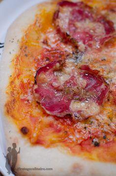 Pizza à la coppa et au parmesan | Piratage Culinaire Bagels, Pizza Rolls, Galette, Flan, Pepperoni, Sent Bon, Parmesan, Quiche, Bbq