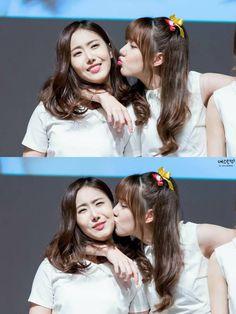 GFRIEND - SinB 신비 (Hwang EunBi ) & Jung YeRin #SinRin #신린커플 정예린 #황은비 #띤비 #예린 #린이