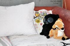 Le maxi coussin à pois dans une blouse DIY Throw Pillows, Blouse, Bed, Make Pillows, Toss Pillows, Cushions, Stream Bed, Decorative Pillows, Blouses
