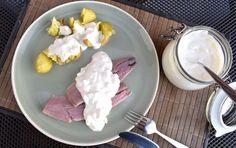 Vor allem im Norden Deutschlands ist Matjes nach Hausfrauenart sehr beliebt. Die Soße können Sie leicht selbst machen. Wir verraten Ihnen das Rezept