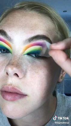 Edgy Makeup, Makeup Eye Looks, Eye Makeup Art, Bold Eye Makeup, Crazy Makeup, Cute Makeup, Skin Makeup, Rainbow Makeup, Colorful Eye Makeup