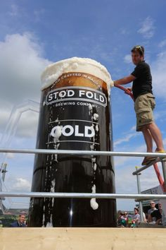 WORLD'S BIGGEST BEER POURED FOR LE TOUR #beer #brewery #crazy