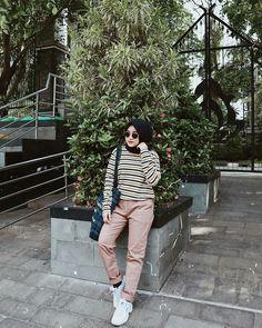 32 New Ideas For Style Hijab Casual Kaos Hijab Fashion Summer, Modest Fashion Hijab, Street Hijab Fashion, Casual Hijab Outfit, Ootd Hijab, Hijab Chic, Muslim Fashion, Casual Outfits, Fashion Outfits