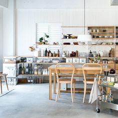 ダイニングルーム | Compact Life | 無印良品 Studio Kitchen, Kitchen Design, Kitchen Dinning Room, Dining Area, Home Organisation, Living Room Decor, Luz Natural, Ideal Home, Casa Ideal