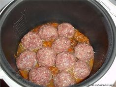 Meatballs in multivarka. In minced add egg, rice (I do not boil), season with salt and pepper, stir and form meatballs. Meat Recipes For Dinner, Easy Meat Recipes, Meatloaf Recipes, Lunch Recipes, Best Meat Dishes, Food Dishes, Multi Cooker Recipes, Creamy Mushroom Pasta, Meat Marinade