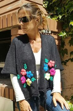 Tejidos Varios – Creatividad Manual Crochet Cardigan, Crochet Shawl, Knit Crochet, Embroidery Bags, Hand Embroidery Patterns, Pagan Fashion, Diy Fashion, Crochet Clothes, Diy Clothes