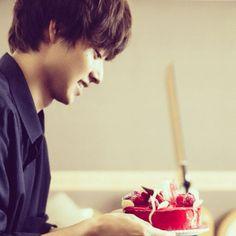 [youtube] Kento Yamazaki, Happy 20th Birthday!, The TelevisionCH, Sep. 2014  https://www.youtube.com/watch?v=D3PlpCgI9bg