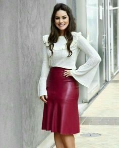 [New] The Best Fashion (with Pictures) This is the 10 best fashion today. According to fashion experts, the 10 all-time best fashion right now is. Sexy Skirt, Dress Skirt, Modest Fashion, Fashion Outfits, Womens Fashion, Long Leather Skirt, Leather Peplum, Red Leather, Outfit Vestidos