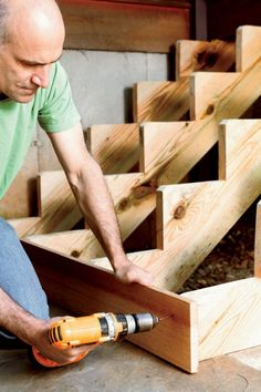 Building a staircase, even a short one, isn't simple. It requires precise measurements and some careful calculations. Here's how to do it like a pro. Deck Building Plans, Building Stairs, Deck Plans, Deck Stairs, Wooden Stairs, Deck Stair Stringer, Woodworking Plans, Woodworking Projects, Woodworking Furniture