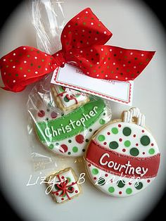 Inspiration Pictures of Christmas Cookies ~ Lizy B: Personalized Galletas de Navidad! Christmas Sugar Cookies, Christmas Sweets, Christmas Goodies, Holiday Cookies, Christmas Candy, Christmas Baking, Christmas Eve, Christmas Games, Christmas Ornament