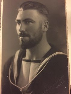 My great grandfather, an Australian sailor on duty in Malta circa WWII - OldSchoolCool Handsome Men Quotes, Handsome Arab Men, Vintage Photographs, Vintage Images, Vintage Men, Strong Woman Tattoos, Vintage Gentleman, Vintage Sailor, Herren Style