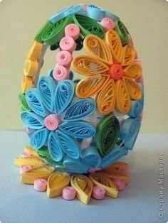 """quilled easter egg AND TUTORIAL plus a quilled """"basket"""" tutorial too! Other ideas as well and tutorials"""