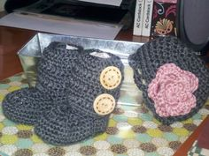 Crochet baby boots and hat