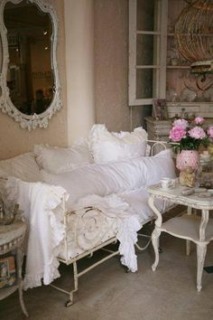 Looks like the perfect spot to cuddle up to a good book or nap....sweet dreams...