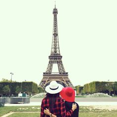 Eiffel Tower photo ideas   La Vie de Villa #fashion #streetstyle #blogger