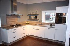 Ramen, Kitchen Design, Kitchen Cabinets, Room, Home Decor, Kitchens, Interiors, Beautiful Kitchens, Tiny House Kitchens