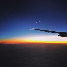 Current status: 37000 feet over pacific Good morning 只今太平洋の上空 37000 フィートをロスに向かって飛行中 #crewlife #crewfie #cabincrew #flightattendant #CA #b777 #boeing #avgeek #aviation #sunrise #sunrise_sunsets_aroundworld #sunrise_and_sunsets #旅 #旅写真 #朝日 #サンライズ #客室乗務員 #キャビンアテンダント #国際線 by miyuki4ever