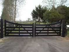 ranch driveway gates fence on gates driveway gate and entrance gates ranch style wooden driveway gates Farm Gate, Farm Fence, Fence Gate, Front Gates, Front Fence, Entry Gates, Driveway Entrance, House Entrance, Farm Entrance Gates