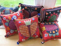 Applique and embroidered cushions Wool Quilts, Wool Embroidery, Felt Applique, Applique Pillows, Embroidered Cushions, Penny Rugs, Colorful Pillows, Rug Hooking, Fabric Art