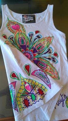 Camiseta pintada a mano exclusiva,  cara lateral,  con motivos traseros
