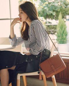 "1,308 Me gusta, 4 comentarios - @justsuzy_ en Instagram: ""Beanpole Accessory 2017 SS Collection  애쉬 베리 미니 크로스백 수지 × 빈폴액세서리 -  #수지 #숮이 #배수지  #여신 #사랑…"" Korean Beauty, Asian Beauty, Asian Fashion, Love Fashion, Suzy Bae Fashion, Miss A Suzy, Bae Suzy, Looks Chic, Korean Celebrities"
