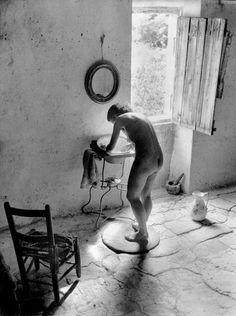 LECLERE, Marseille Willy RONIS (1910-2009) Le Nu provençal, 1949 Tirage argentique postérieur, signé et tampon au dos 30 x 40 cm Bibliographie: Jean Claude Gautrand, Willy Ronis Instants dérobés, Edition… - Symev - 26/03/2015