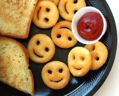 Smiley Face Snack Time from @Jane Maynard