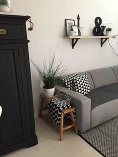 Binnenkijken bij jennies_place - Zwart wit hout interieur ➕