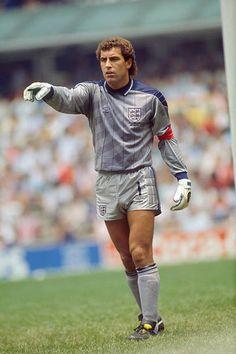 Peter Shilton podczas rundy 16 meczów Mistrzostw Świata FIFA 1986 z Paragwajem Anglia wygrał 30