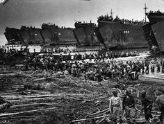 United States Coast Guard LSTs landing troops and supplies on the beach at Leyte. Battle Of Iwo Jima, Les Philippines, Leyte, Landing Craft, Mindanao, American Civil War, American Soldiers, United States Navy, Korean War