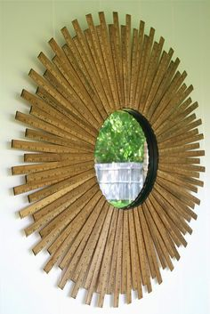 Marco de espejo a base de reglas de madera