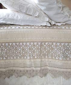Rare antique tatting/frivolite lace bedspread ♥️♥️